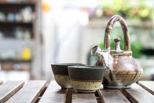 Teekanne aus Keramik | ©ByLove - depositphotos.com
