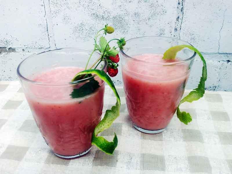 Smoothie mit Erdbeeren