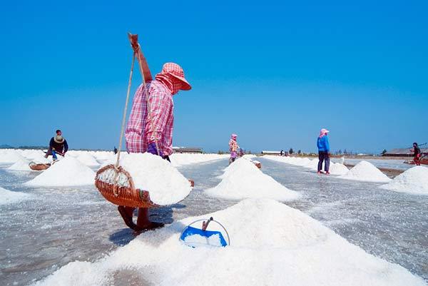 Salzgewinnung in Thailand [©gnomeandi/depositphotos.com]